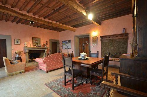Die Terrasse Fhrt In Das Wohnzimmer Und Esszimmer Ist Gross Hell Im Traditionell Toskanischen Still Mit Einer Decke