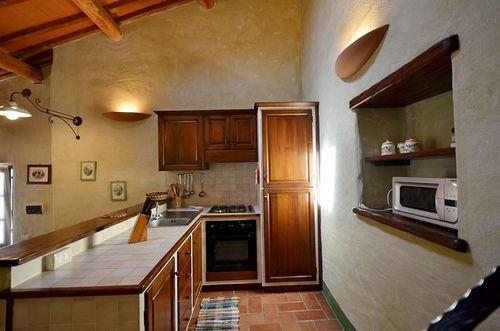 ferienhaus loreno fattoria la pieve toskana urlaub in roccalbegna grosseto toskana italien. Black Bedroom Furniture Sets. Home Design Ideas
