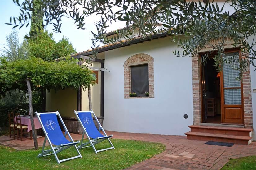 ferienhaus rossini il sapito toskana urlaub in montaione florenz toskana italien. Black Bedroom Furniture Sets. Home Design Ideas