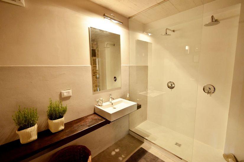 Erdgeschoß. Küche. Küche. Badezimmer